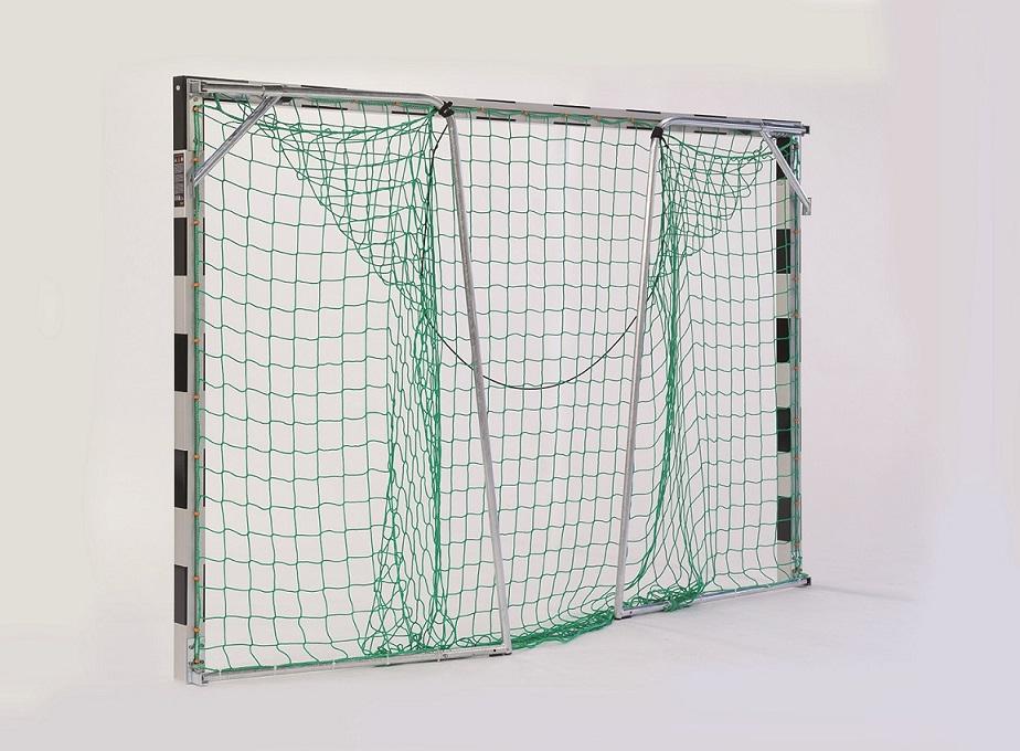Handballtor verankert